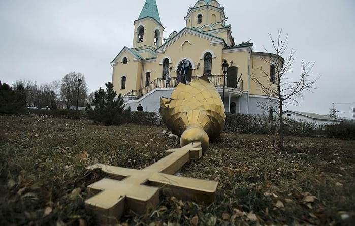 Destroyed church in Donetsk. Source: Reuters.